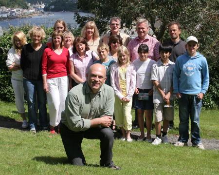 Keith Foster deltar i språkresan för både föräldrar och barn i Cornwall på engelska sydkusten. Foto: Mika Ojanen/SVT