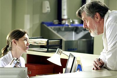 Ellen Pompeo som Meredith Grey och Edward Herrmann som Norman Shales. Foto:Disney.