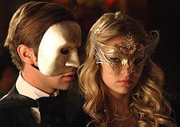 Chace Crawford som Nate & Taylor Momsen som Jenny. Foto Warner Bros