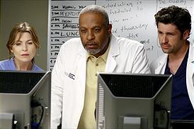 Ellen Pompeo som Meredith Grey, James Pickens Jr som Richard Webber och Patrick Dempsey som Derek Shepherd. foto disney