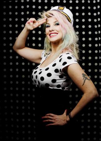Kitty Jutbring är programledare för Hasses brorsas låtsassyrras kompis. Foto: Johan Sundell