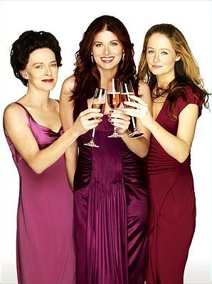 Judy Davis som Joan McAllister, Debra Messing som Molly Kagan, Miranda Otto som Cricket Stewart. Foto:NBC Universal.