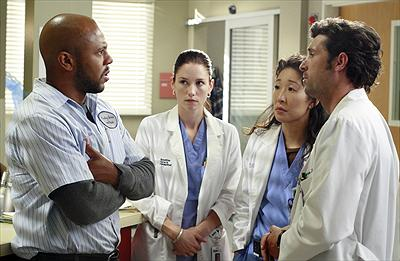 Rockmond Dunbar som Sean Brotherton, Chyler Leigh som Dr. Lexie Grey, Sandra Oh som Dr. Cristina Yang & Patrick Dempsey som Dr. Derek Shepherd. foto disney