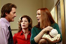 Kyle MacLachlan som Orson Hodge, Dana Delany som Katherine Mayfair och Marcia Cross som Bree Van De Kamp Scavo. foto disney