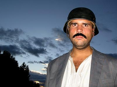 Fredrik Eddari som Abu Hassan. Foto: Mark Vuori/Kanal 5
