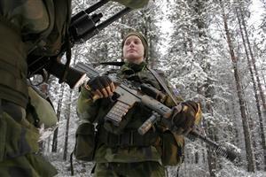 Svenska soldatfabriken. Carola på slutövning. Foto: Viktor Nordenskiöld/TV4